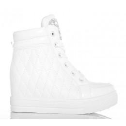 Sneakersy Białe Lakierowane Pikowane Na Koturnie