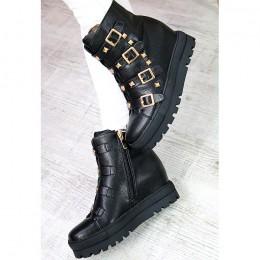 Sneakersy Czarna Ukryta Koturna Złote Klamry 7233