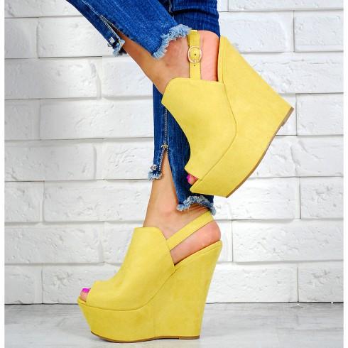NIE - Sandały Żółte Zabudowane Na Koturnie 7597