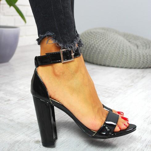 Sandały Czarne Lakierowane Na Słupku 7789