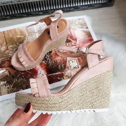Sandały Różowe Na Koturnie Falbanka 8290