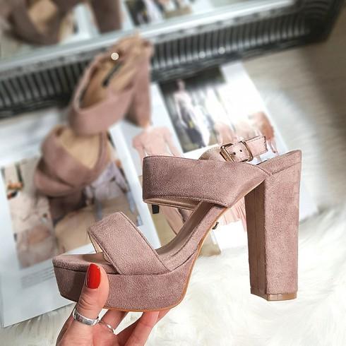 Sandały Różowe Zapinane Na Pięcie 8314