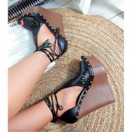 Sandały Ażurowe Czarne Na Wysokiej Koturnie 8888