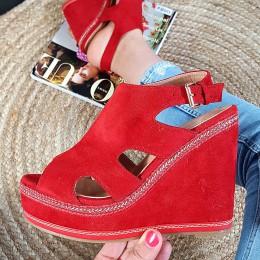 Sandały Czerwone Zamszowe Zabudowane Na Koturnie 8919