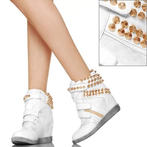 nie - Z Dużymi Złotymi Ćwiekami - Białe Sneakersy