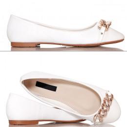 Balerinki Białe Lakierowany Nosek Złoty Łańcuch 4151